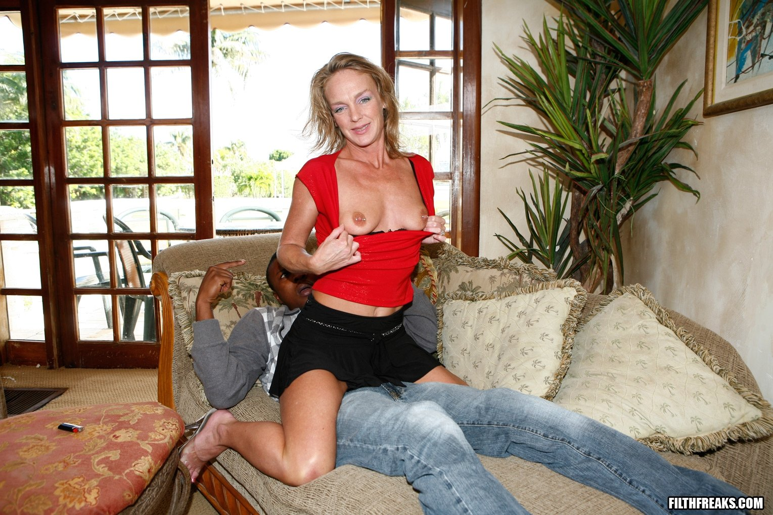 Free porn pics of horney housewives