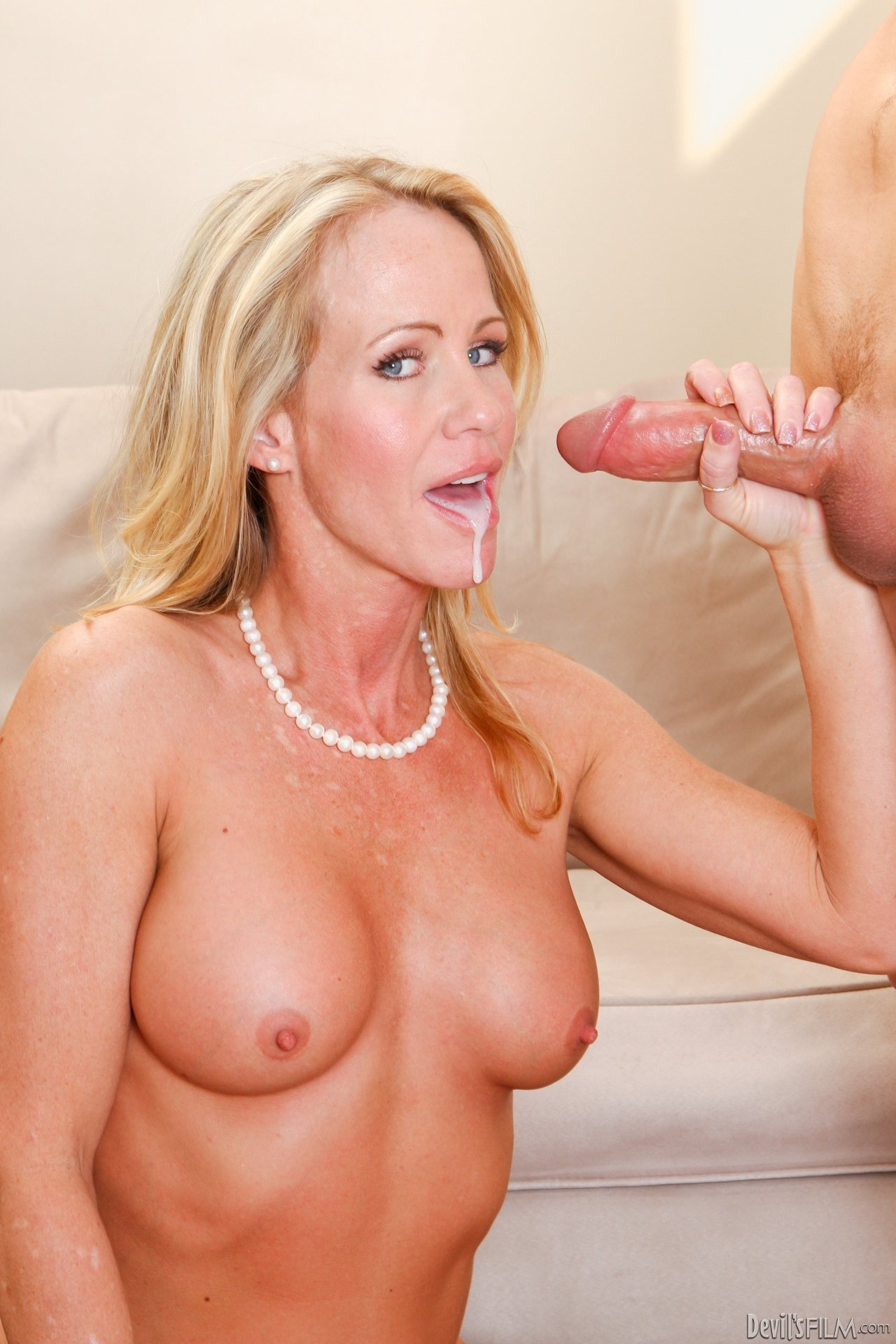 mature milf loves anal add photo
