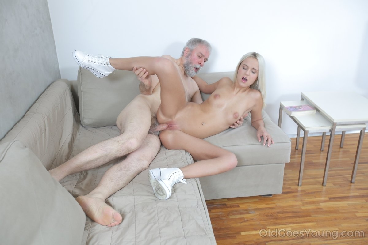 2-horny blonde fingering her vagina-2014-09-04-13-10-031 sexy video