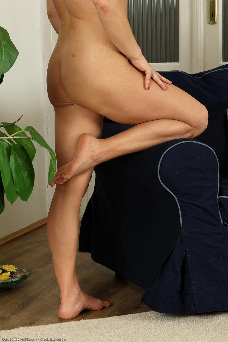 Mature in tight shorts Camroon dee anal