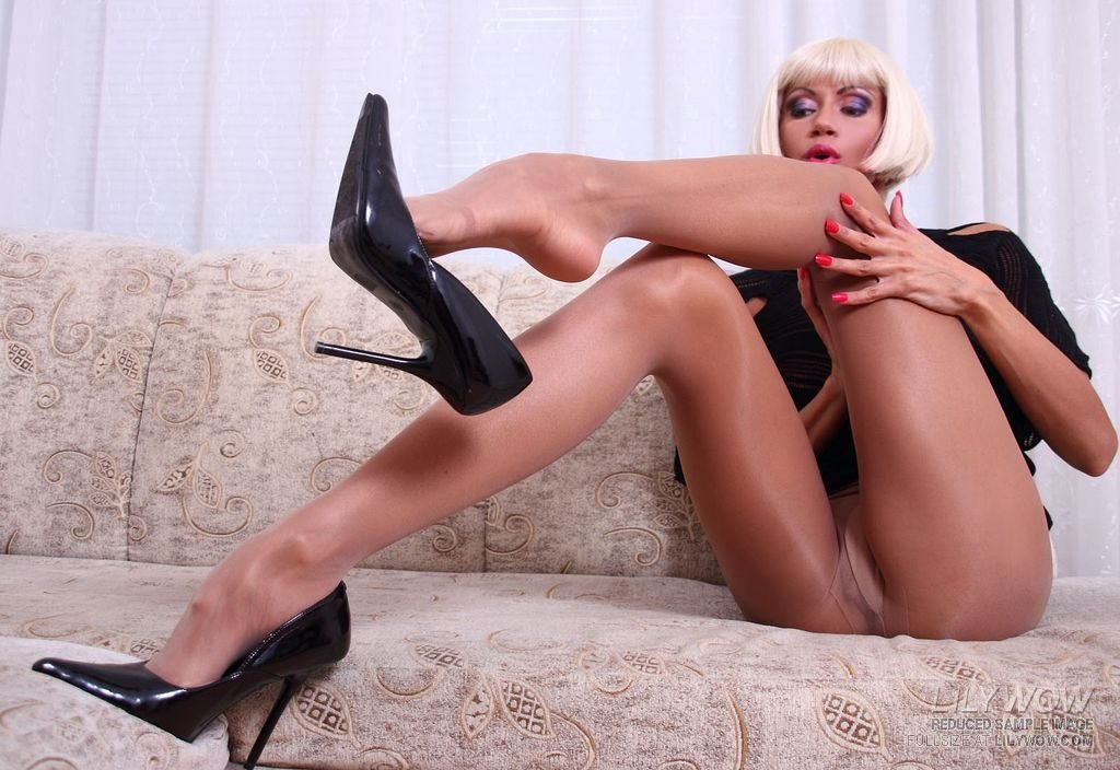Milf Footjob with Heels