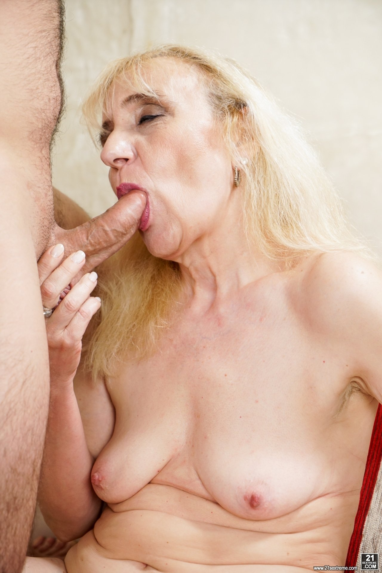 Amateur drinks wife outside granny porn