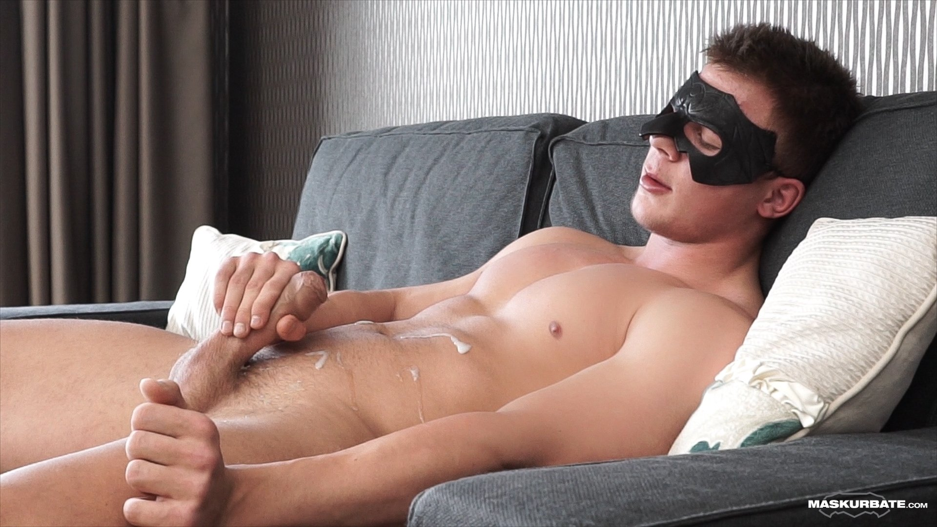 Ripped Maskurbate Model Brad Uses A Penis Pump Then Shoots A Huge Load Of Cum