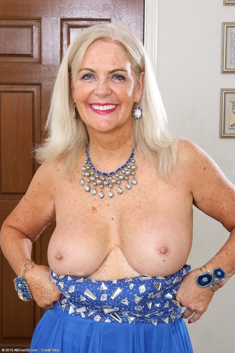 Mature big tits in bra #1