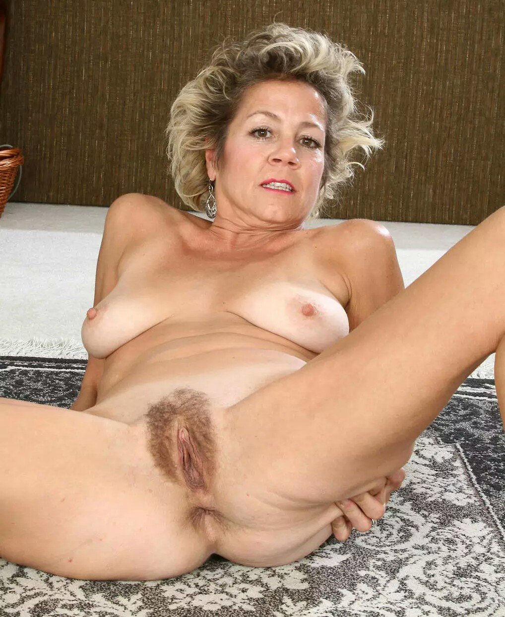 Old woman hairy pussy