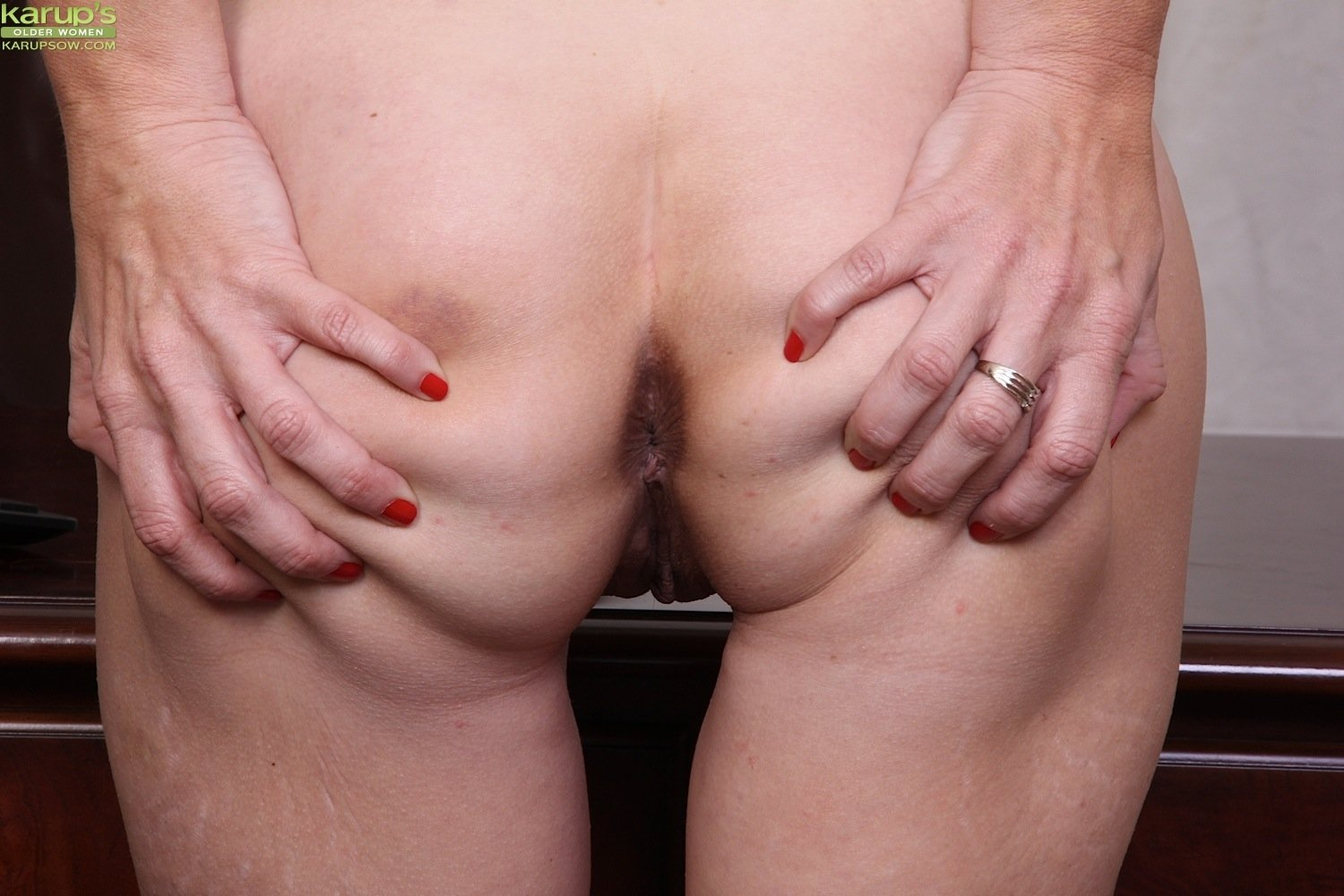 milf babe hd there
