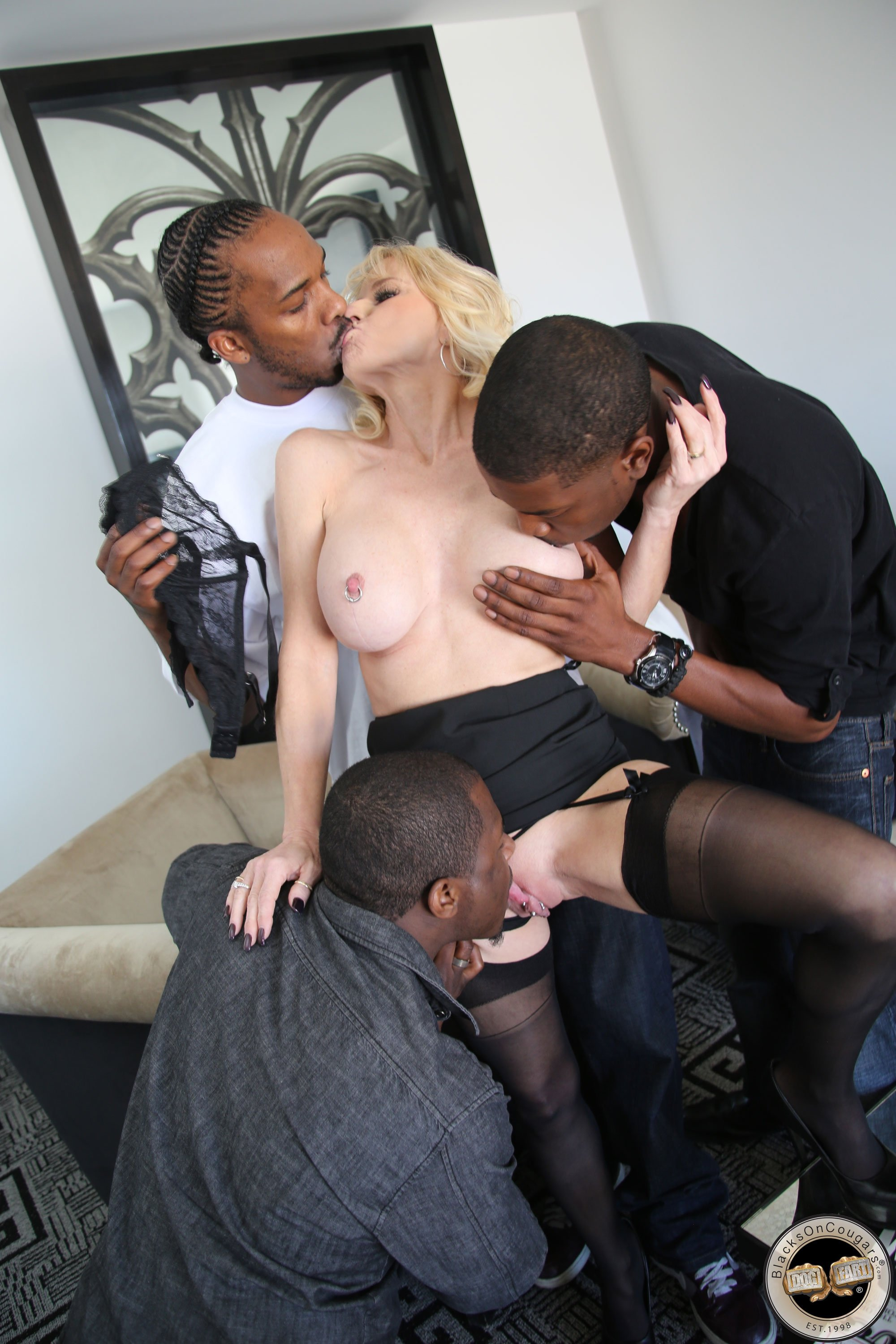 Mature wife hotel sex Lisa ann massages Ozmun nude photos + police chief wife