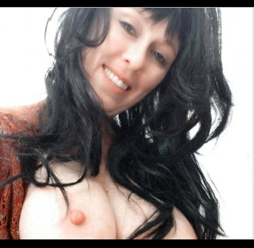 Amateur mature natural massiv tits