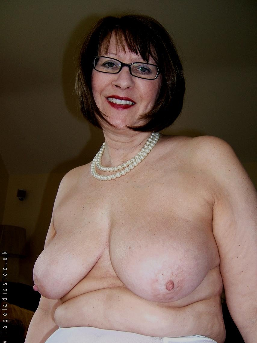Amateur streaming natural tits muncher