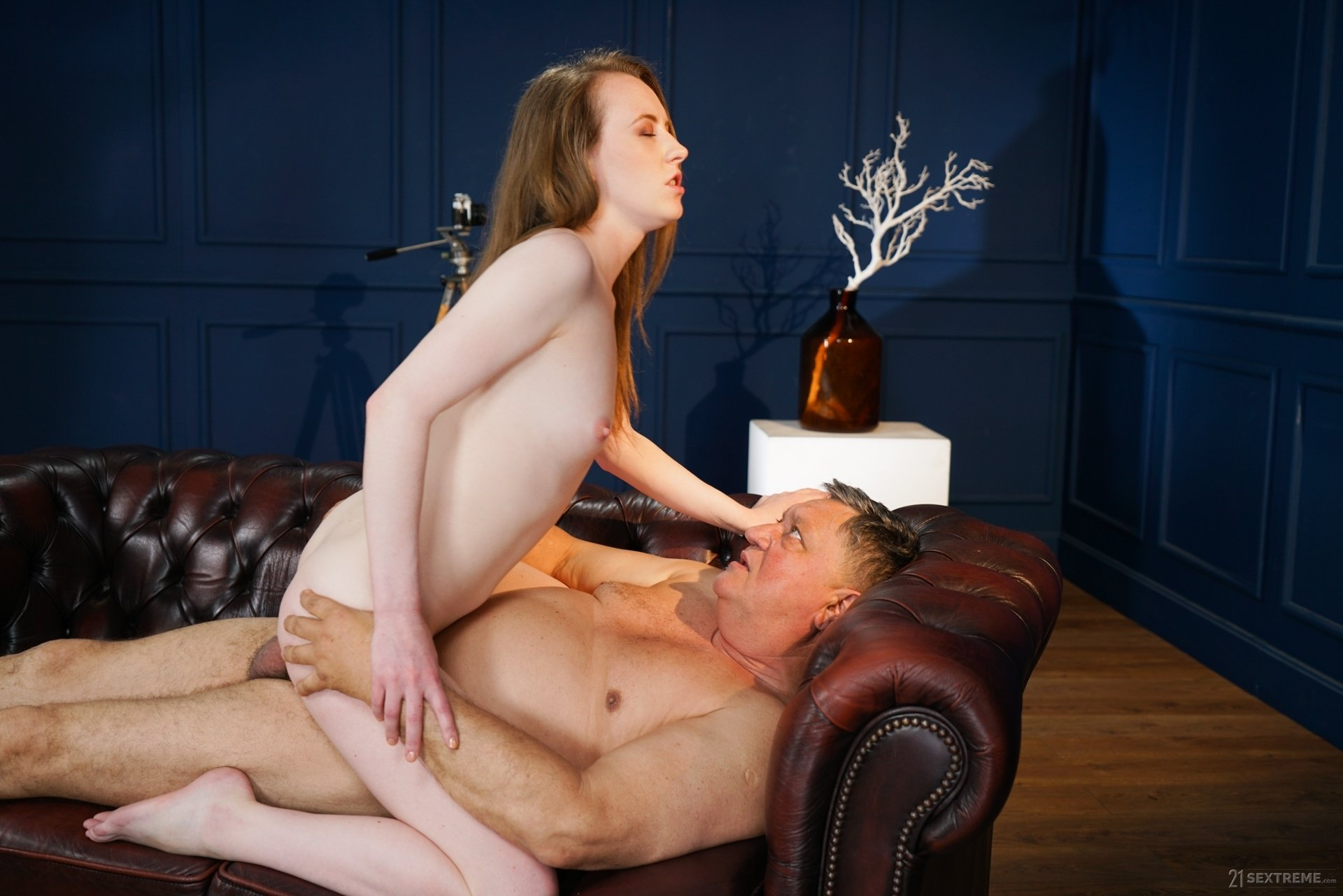 New Masseuse Emma Fantasy Gives An Older Man The Best Treatment