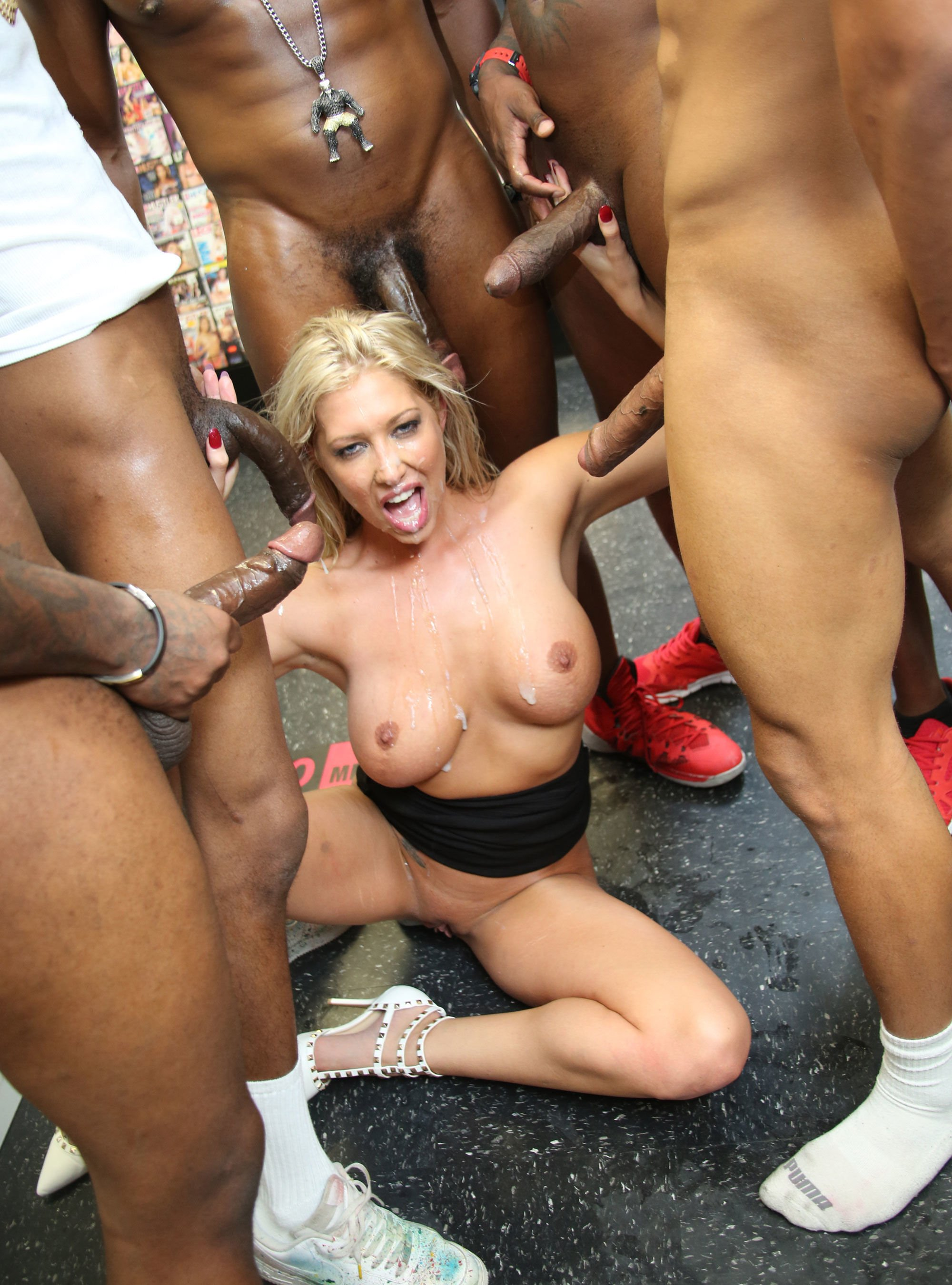 Kilrajas    reccomended Lusty beauty loves riding his hard meat