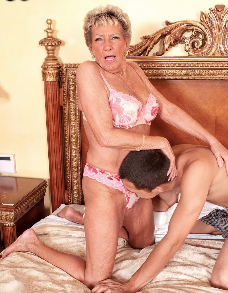 arrow best granny and mature pics gallery 9/15