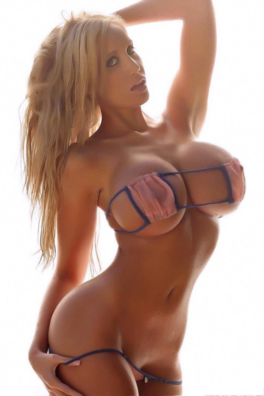 Nude busty babes pics
