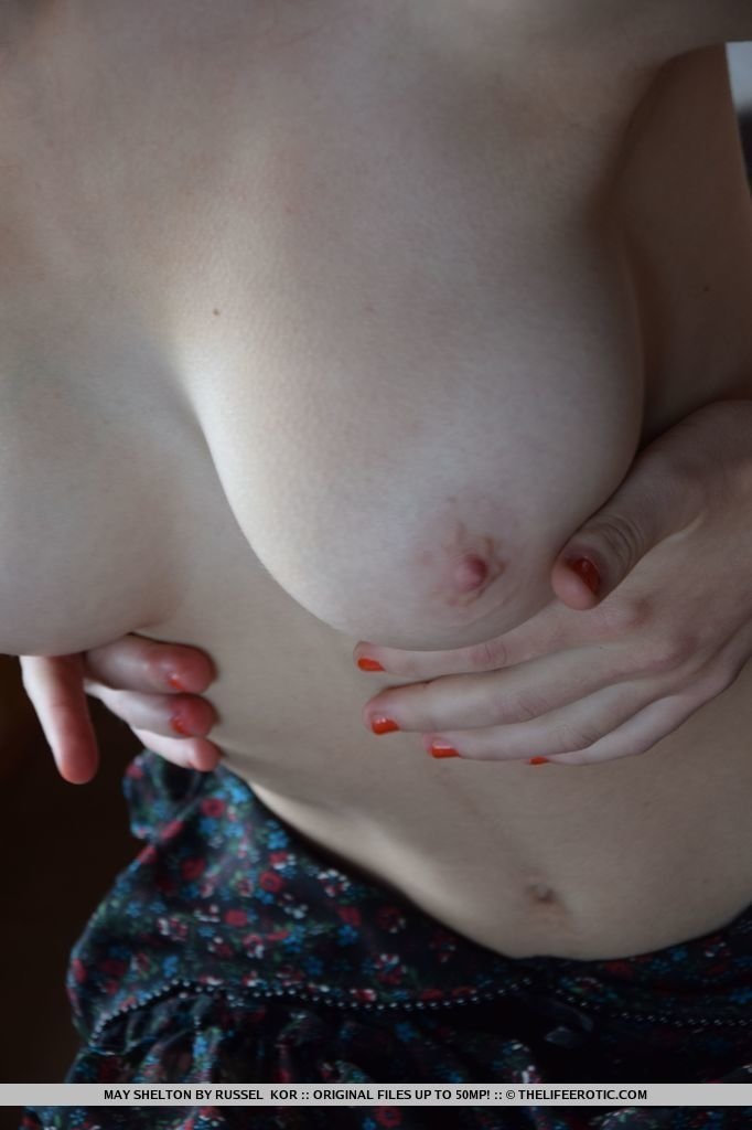 Wife gives great handjob to hubby while talking