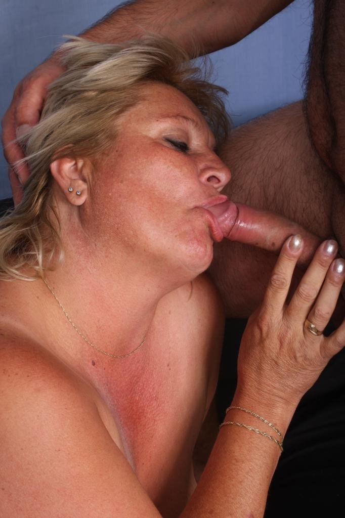 amateur mature swinger wife