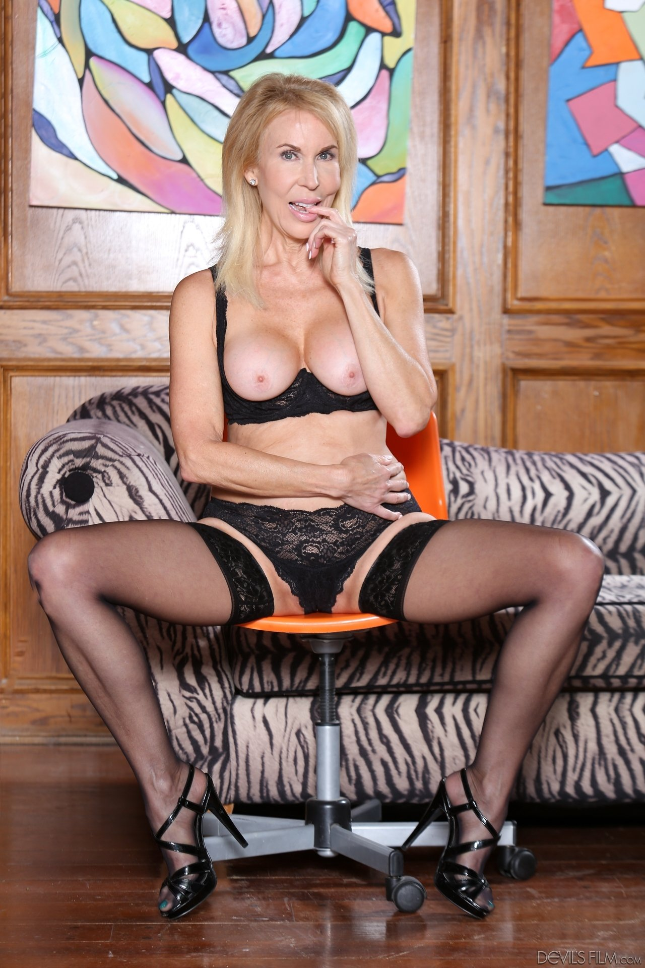 mature nude wife pictures
