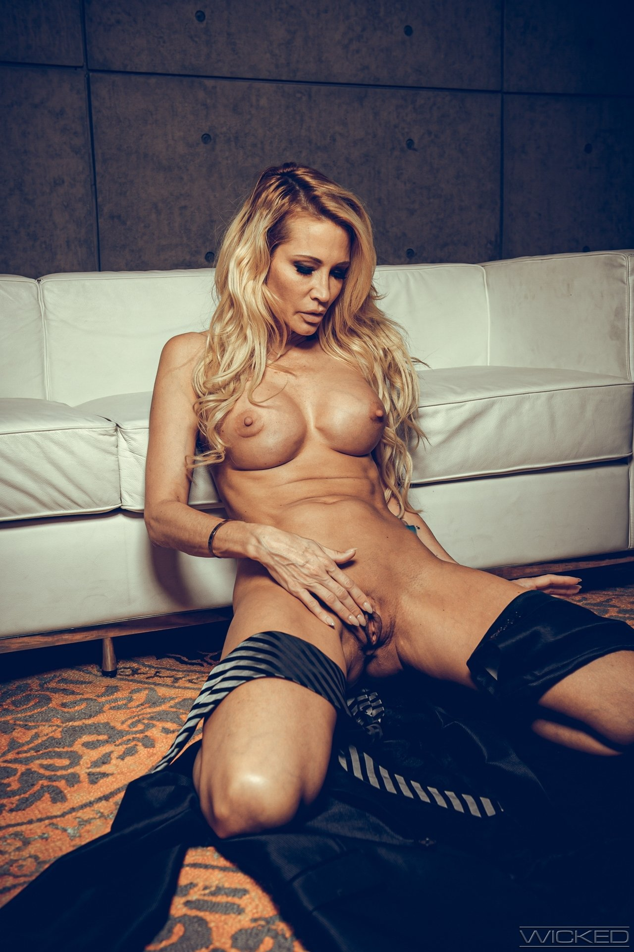 Girl enjoys her first time live webcam show there