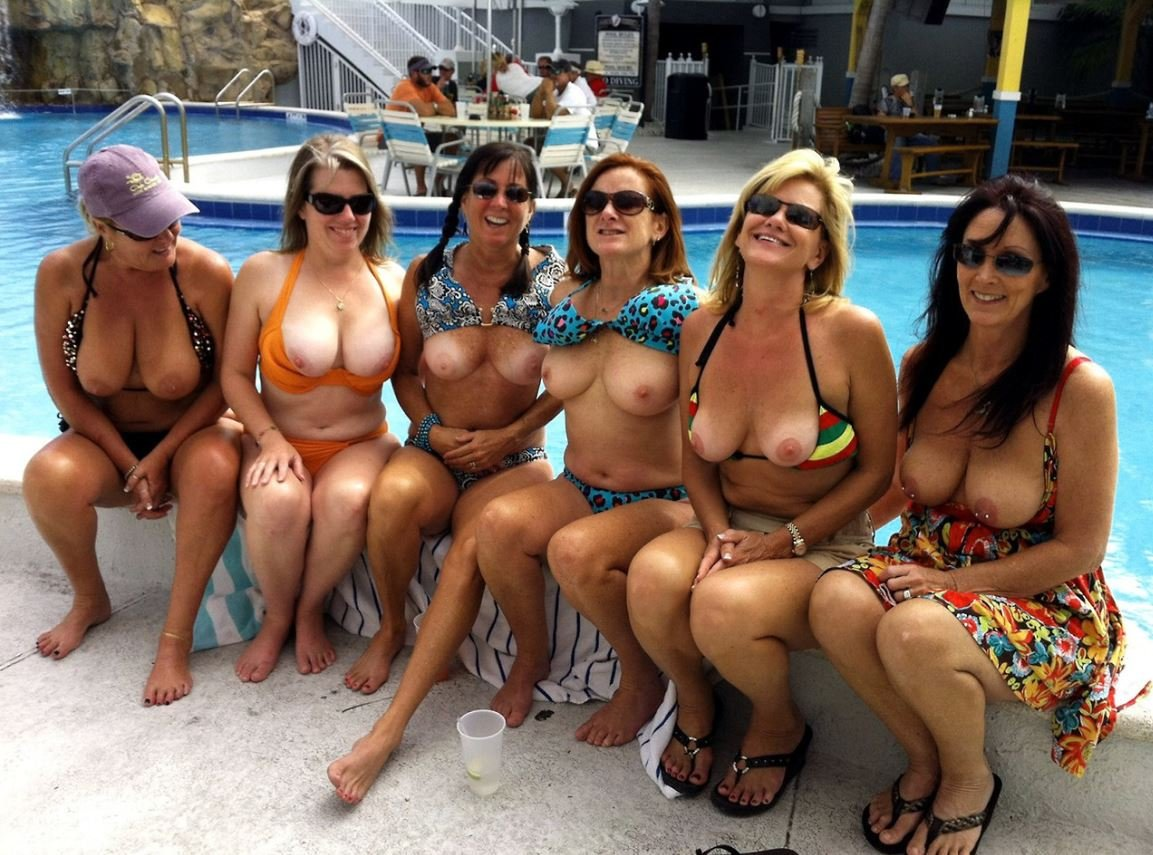 Girls on holiday flashing — photo 10
