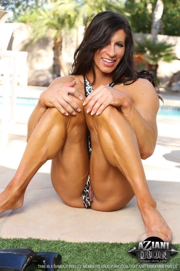 Female bodybuilder jill jaxen gets naked 7