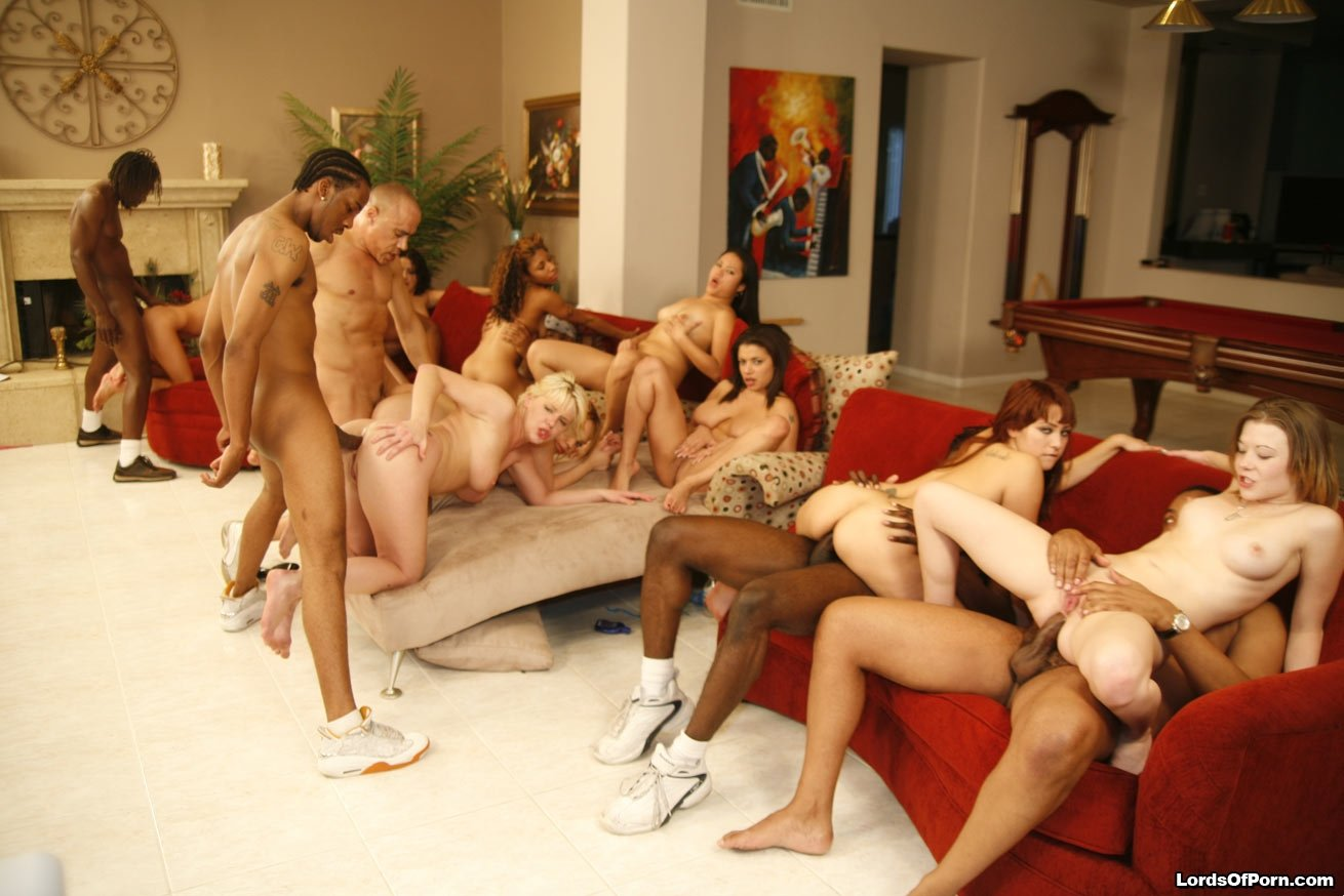 white-girl-orgy-female-naked-with-dick