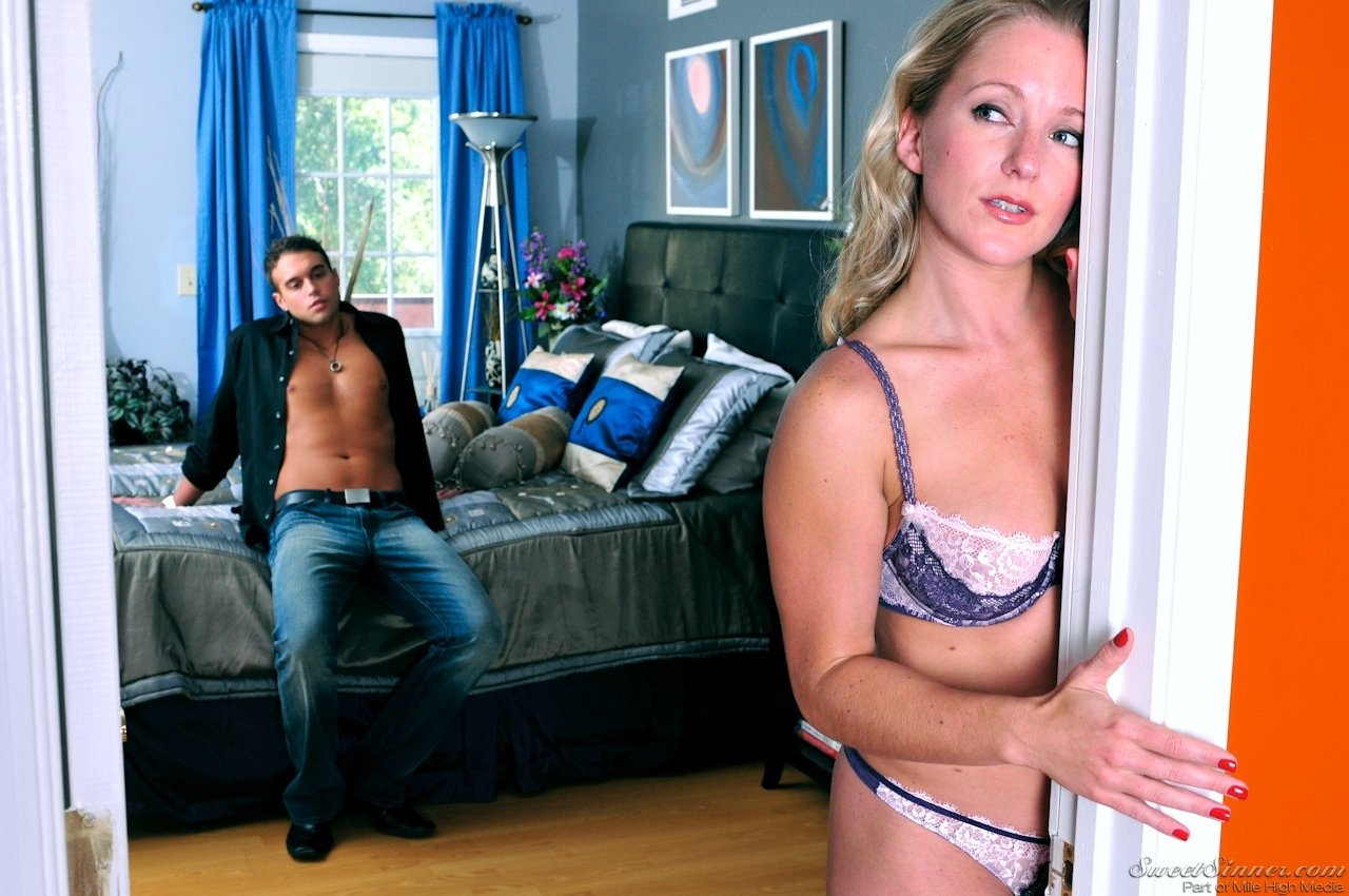 Hot &amp_ Bothered Housewife Shanda Fay Rides &amp_ Milks Some Dick!