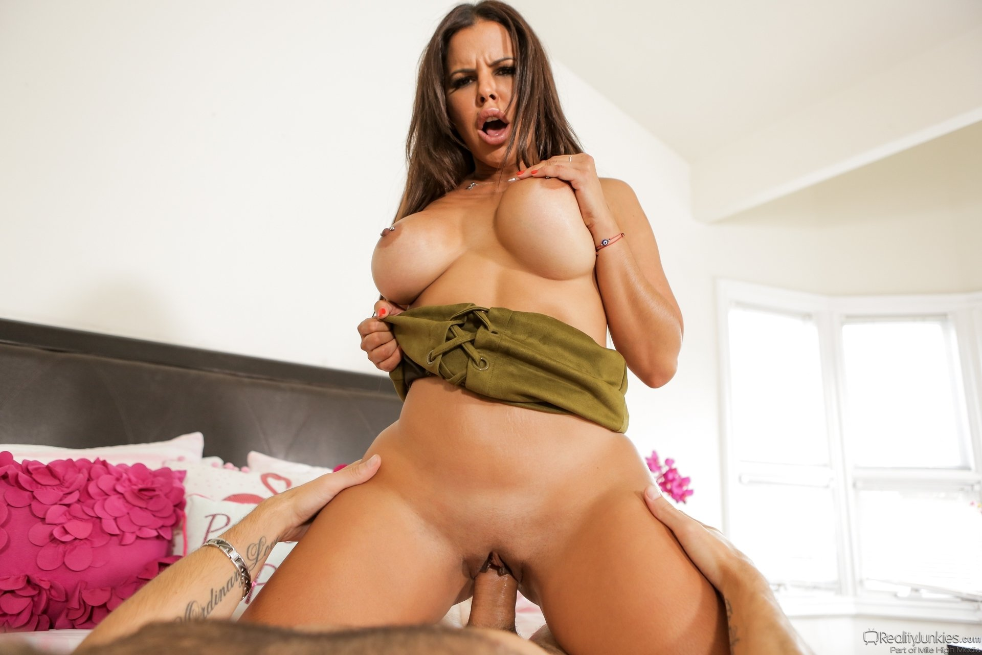 Kagor    reccomended This MILF is gonna fuck with a homeless!