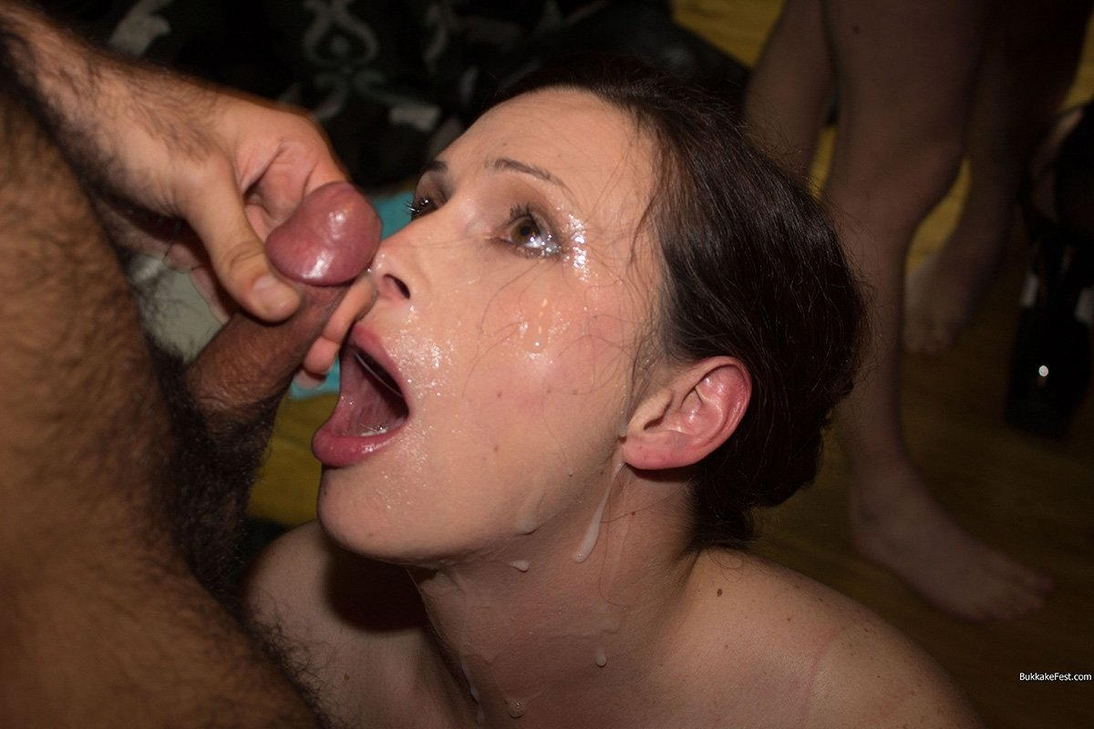 Hot brunette whore getting her cunt