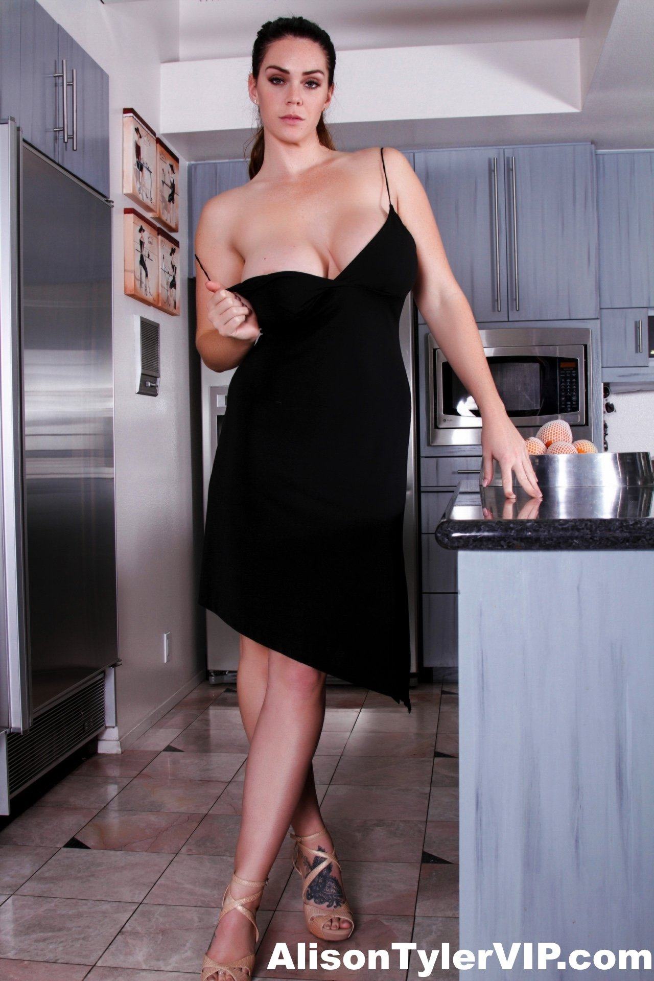 Busty Alison Nude In The Kitchen-8675