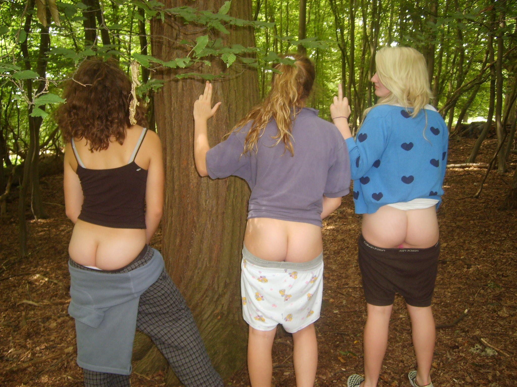 Naked Girls sexy butts mooning