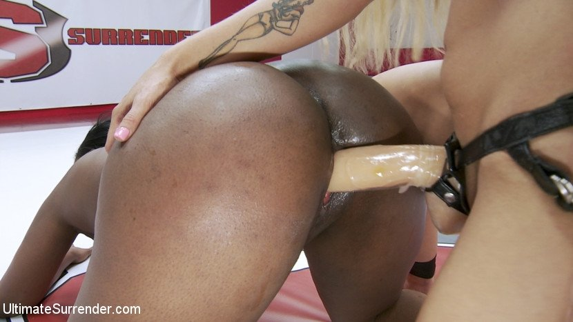 Xxxii video hd xxx Sissy Hollie and Piper in wild facesitting pussy licking