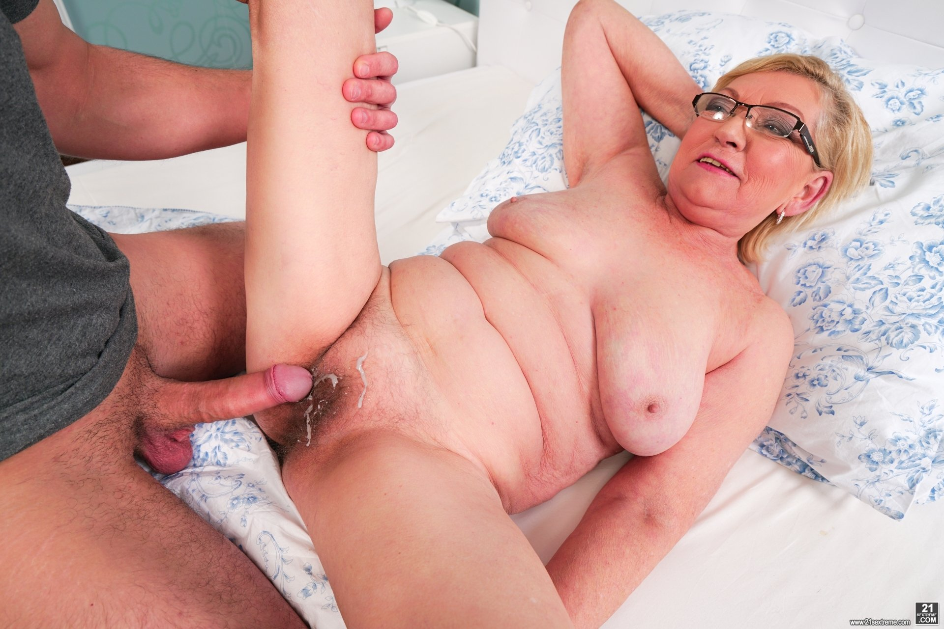 Blonde toying young cunt and riding old cock sexscene