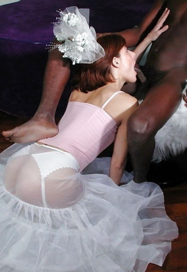 interracial amateur couple wants to try a threesome