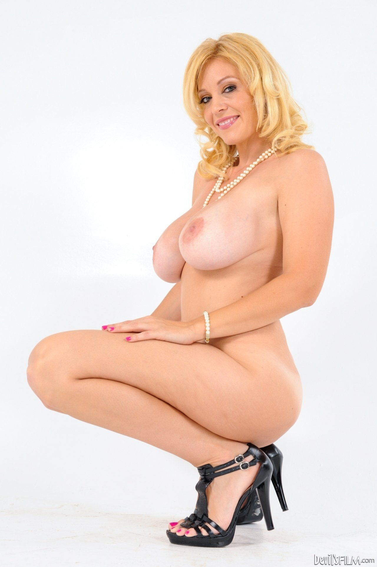 Earn money with erotic cyber chat