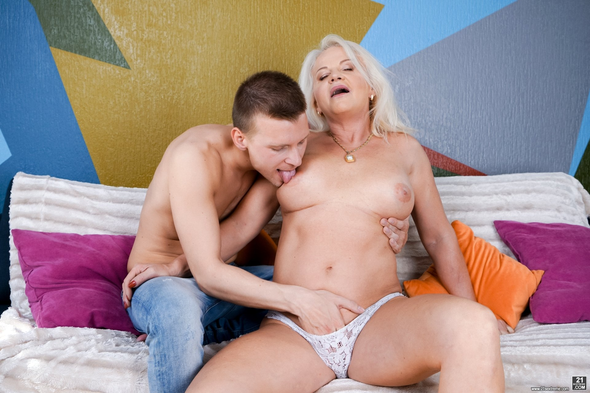 Mature granny boobs Amateur free bestiality Privat clup