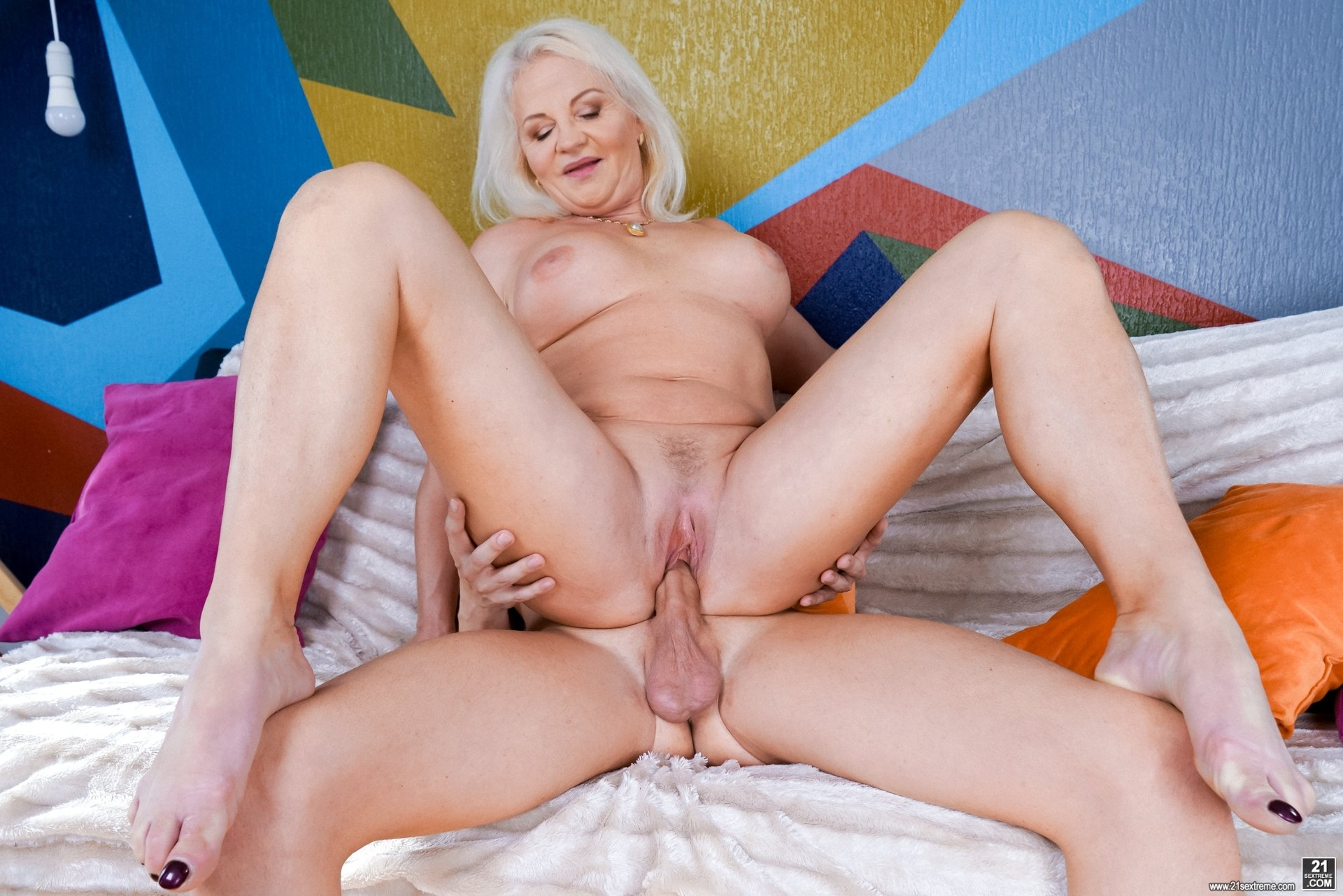 Beautiful mature wife nude #7