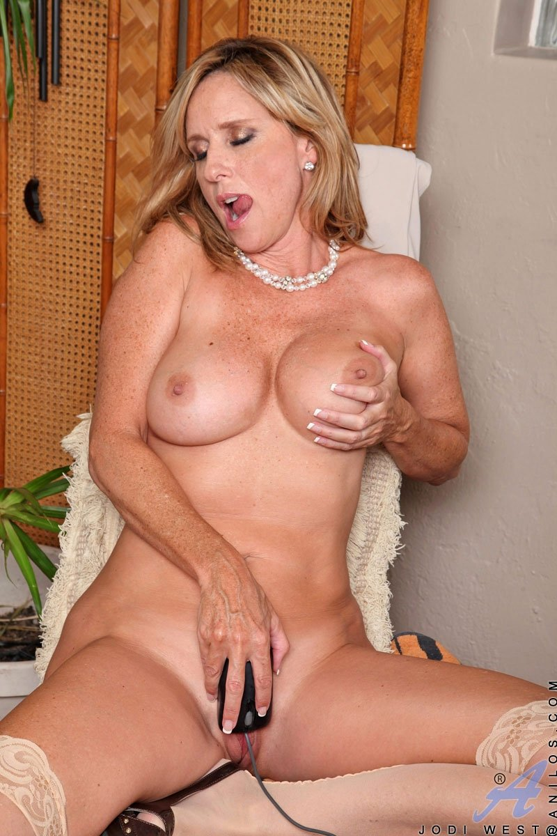 Sharr    reccomended anal solo mature