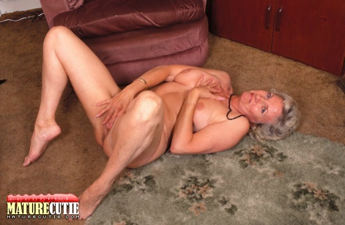 Mature amateur busty milf riding Asian squat