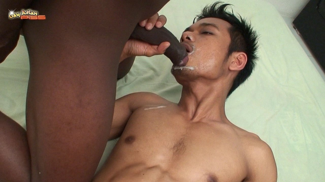 Interracial gay threesome with facial