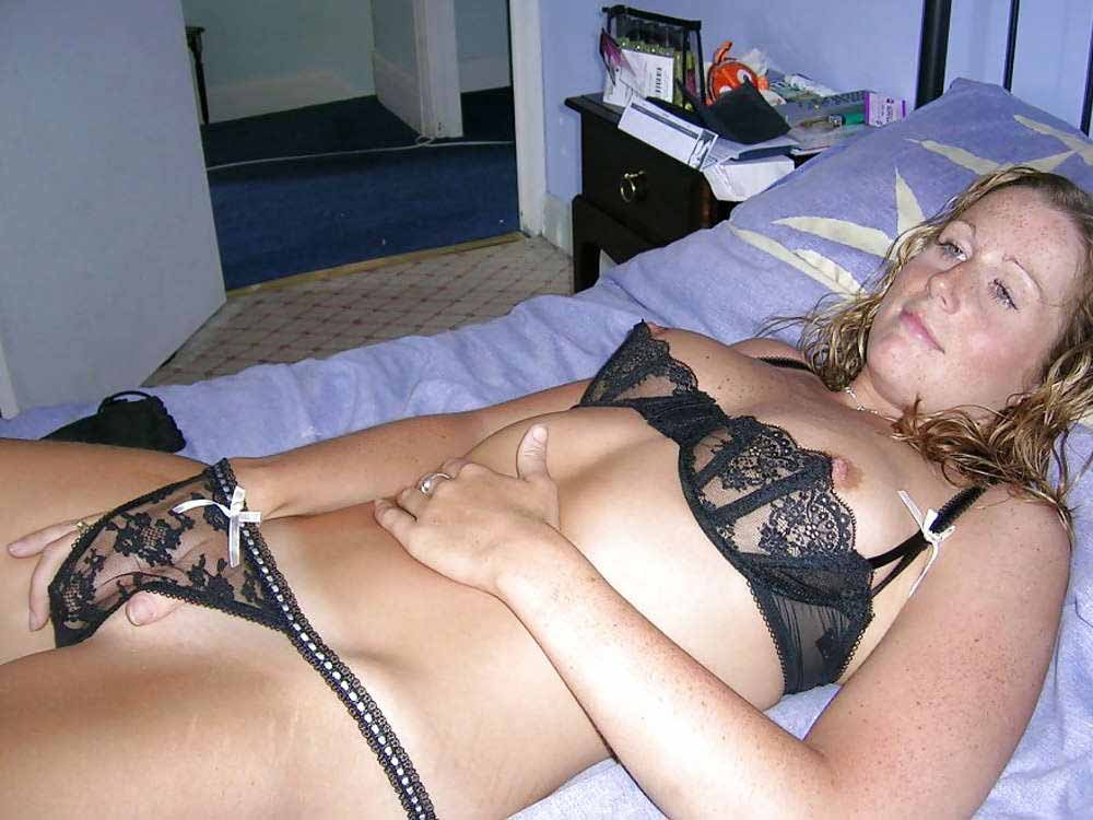 Lingerie In Bed Amateur Camvideos 1