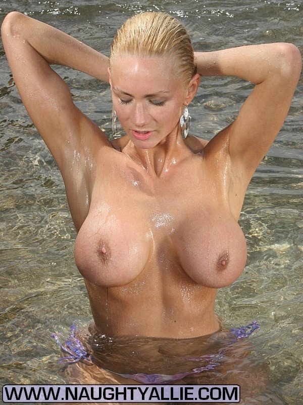Hot and nude girls pics #1