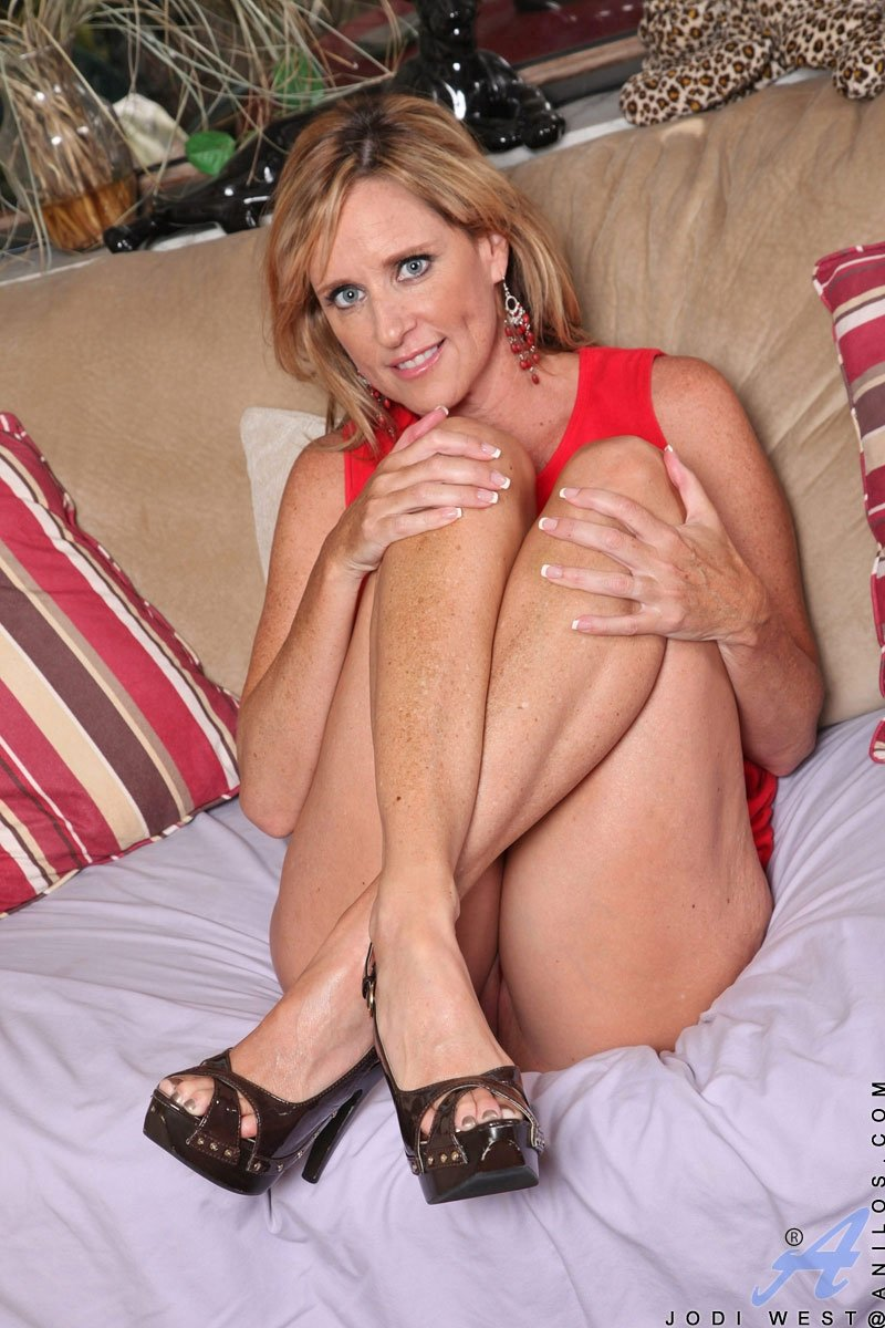 Attractive mature women pics #9