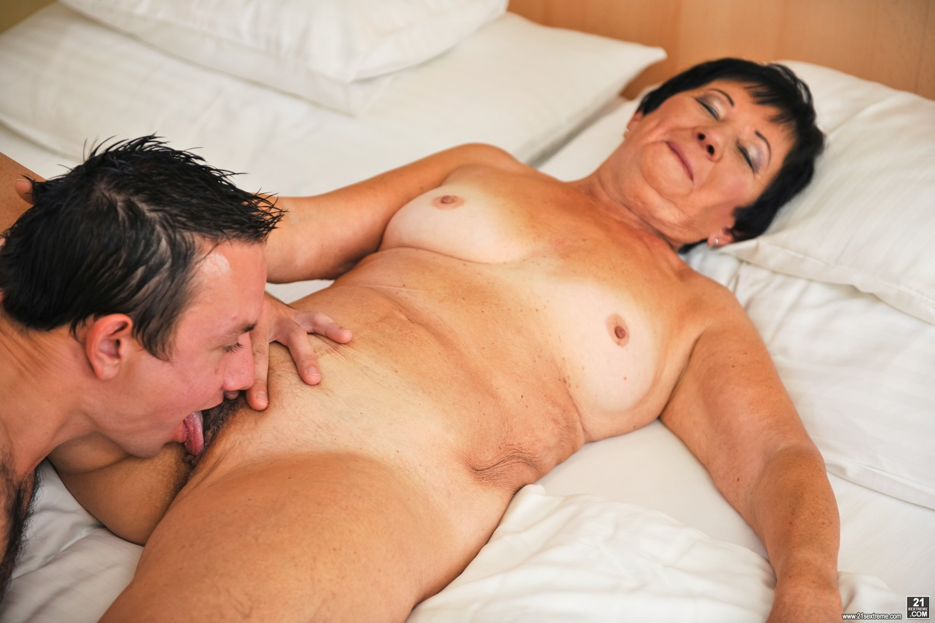 Wife gives slow teasing amateur housewife shared