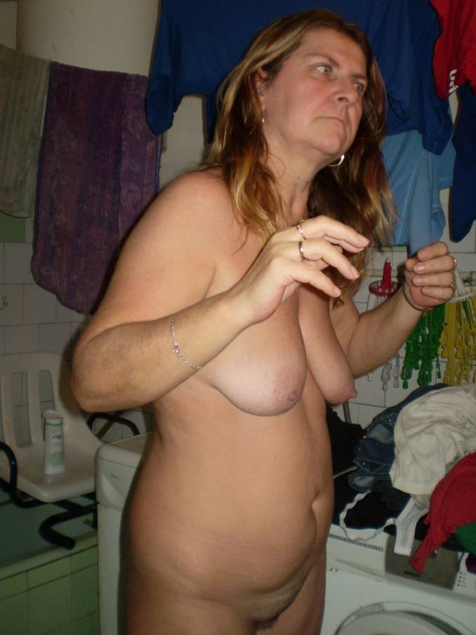 Hot nude amateur mom