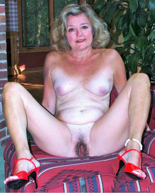 Cum in my wifes old pussy