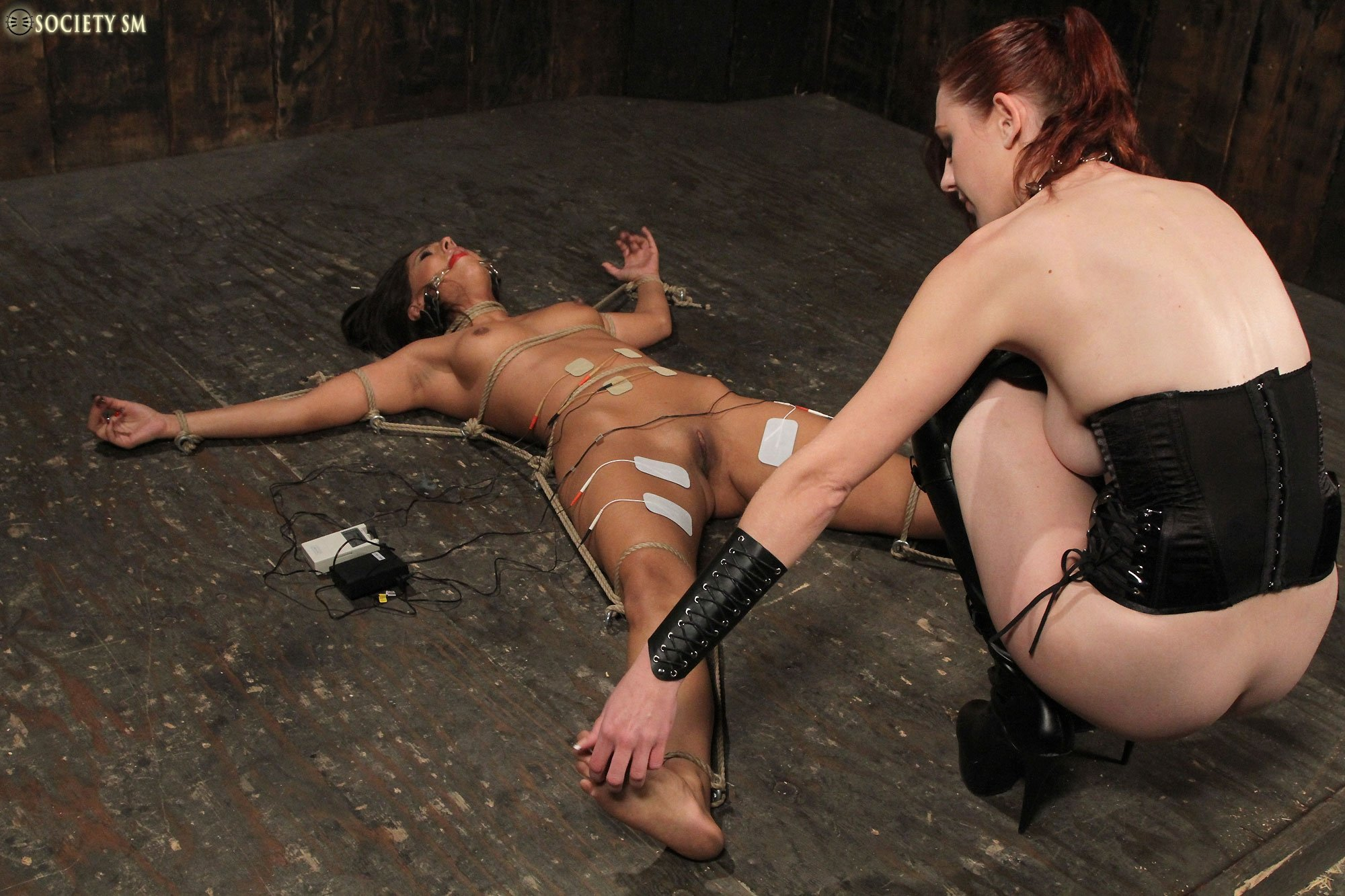 Doujas    reccomended lesbian sex dressing room