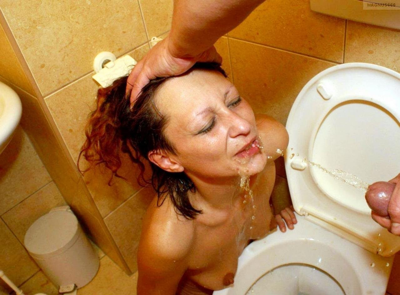 Amateur drink golden pee shower