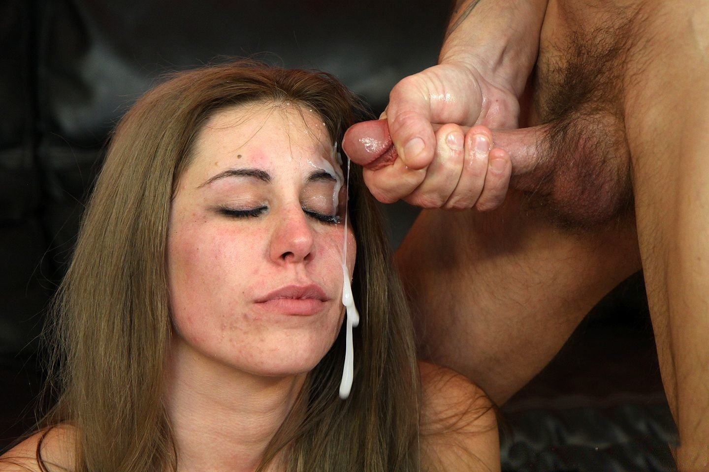 Grabbed her head to cum