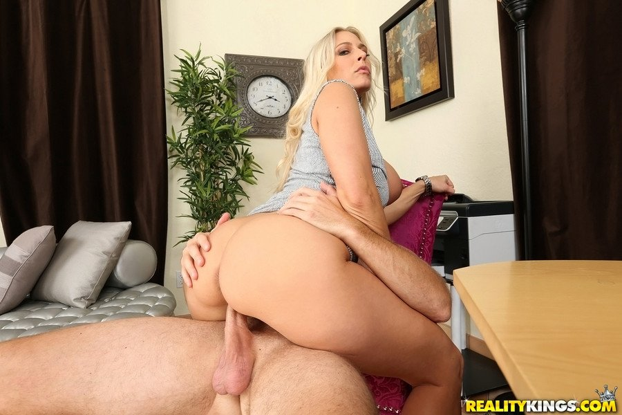 Amature english wife fucking bbc