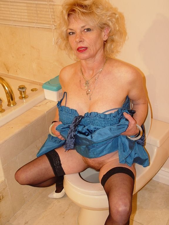 Pissing and strocking on the bathtub 10