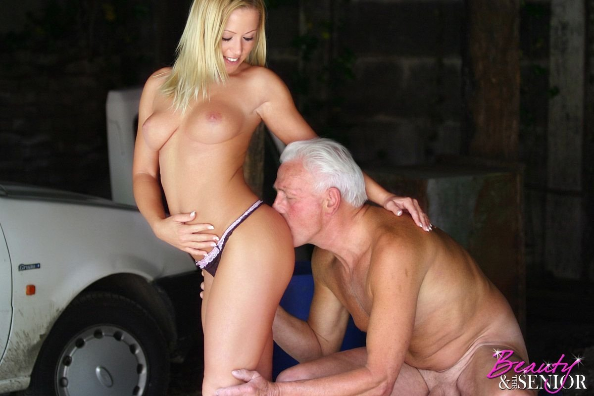 free-beauty-and-the-senior-videos-drunk-mom-xxx